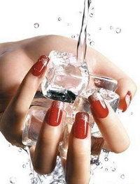 маникюр с помощью воды
