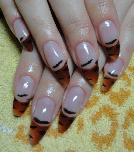 тигровый рисунок на ногтях