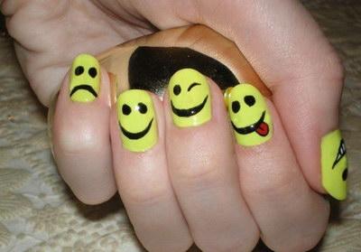 смайлики на ногтях