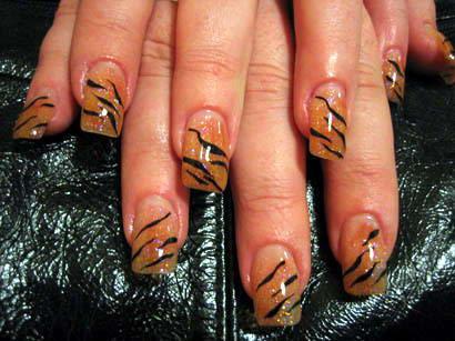 тигровый дизайн ногтей