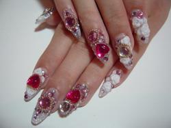 дизайн ногтей стразами