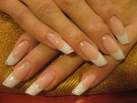 почему отслаиваются нарощенные ногти