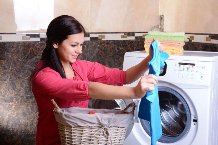 Как отстирать масляное пятно с одежды