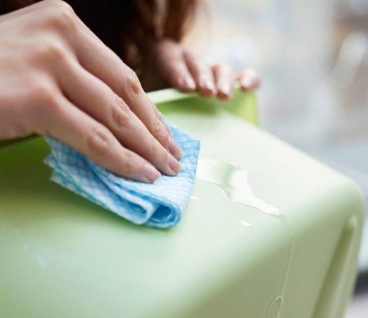 Как отмыть клей от этикетки с пластика
