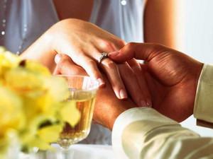 носят кольцо при помолвке
