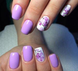Фиолетовый маникюр с дизайном