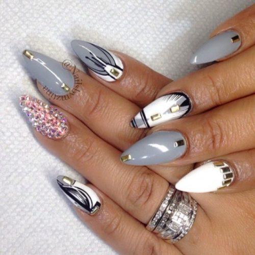 Острые ногти с ярким дизайном